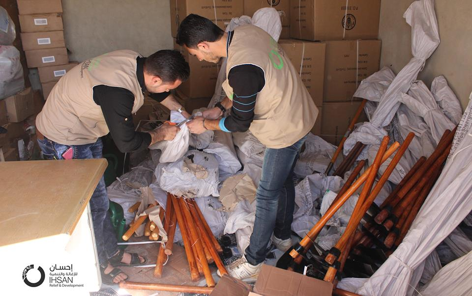Ihsan distributed tools to cultivate ‪#‎homegardens‬ for families in ‪#‎Idlib‬
