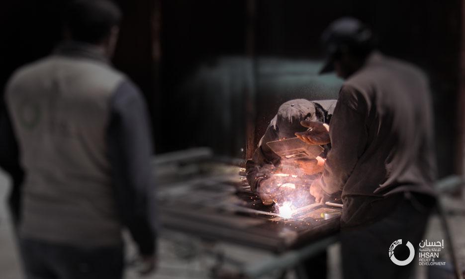 فريق إحسان يواصل تنفيذ مشروع إعادة تأهيل فرن محمبل الآلي في محافظة إدلب